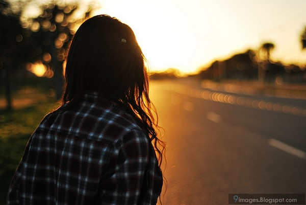 sad-lonely-alone-girl-sunset-road
